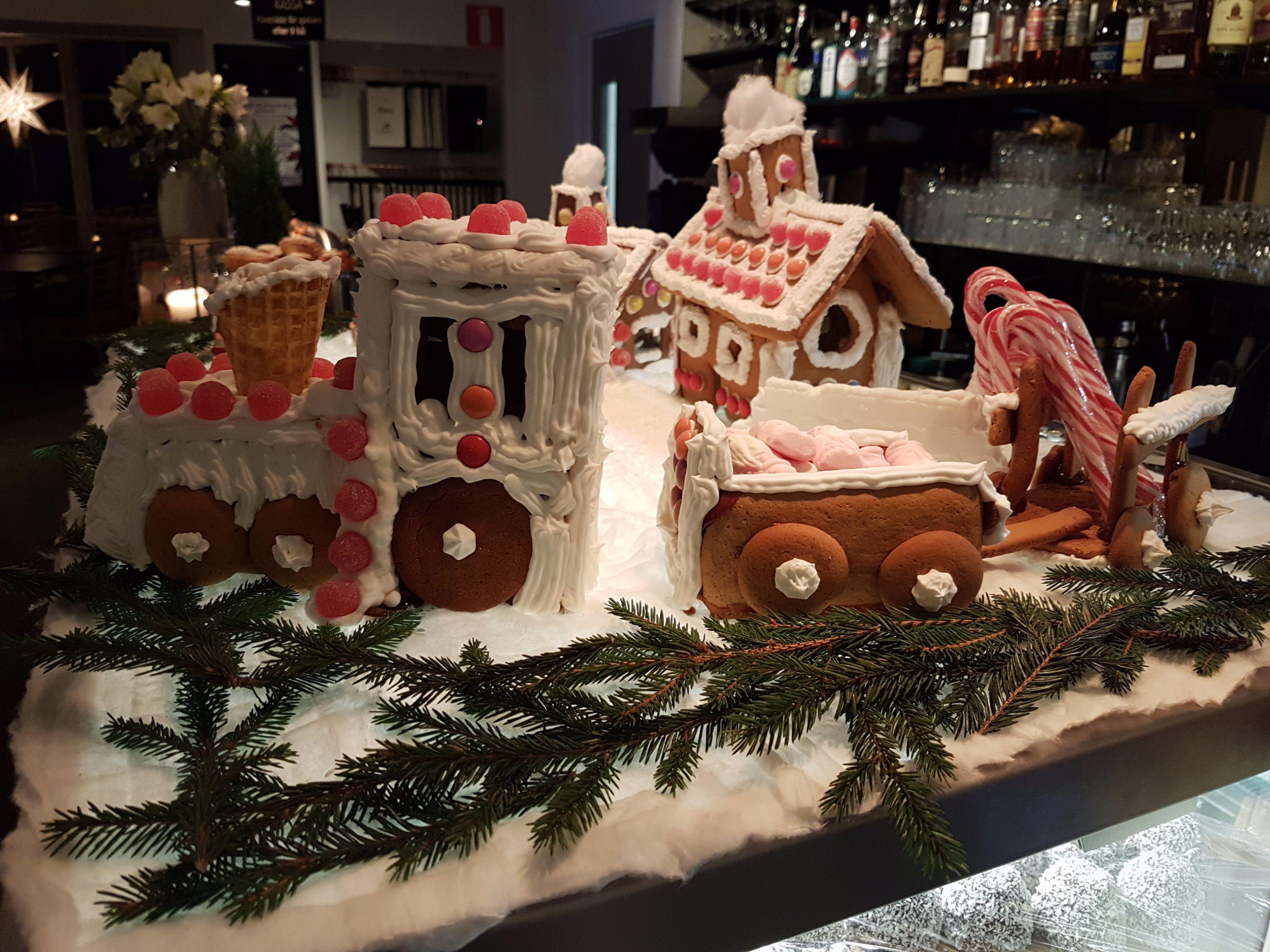 Pepparkakshus på Ringenäs klassiska julbord i Halmstad